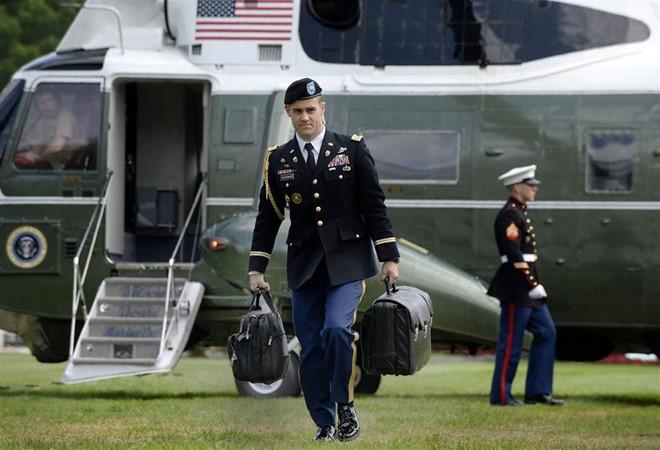 Tiết lộ về vụ xô xát người mang vali hạt nhân của Tổng thống Mỹ ở Trung Quốc