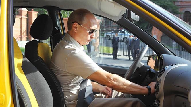 Ông Putin tiết lộ lý do suýt trở thành lái xe taxi