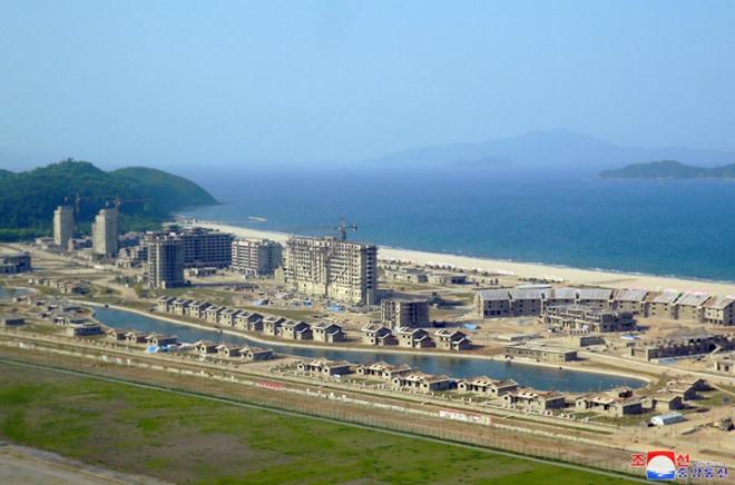 """Triều Tiên """"mở cửa"""" kinh tế từ du lịch"""