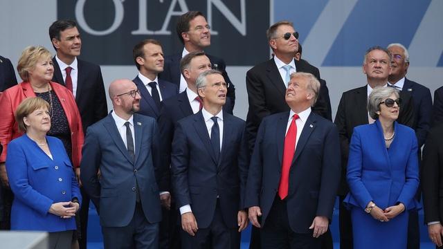 Bức ảnh Trump một mình một hướng phản chiếu quan hệ Mỹ - NATO