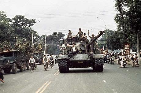 tai sao sai gon khong bi tan pha do nat trong ngay giai phong nam 1975