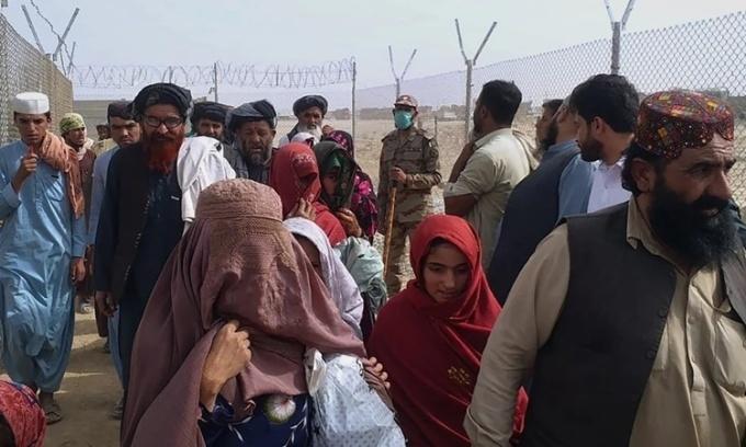 """Nghĩ về sự kiện Afghanistan """"thất thủ"""" trước Taliban"""