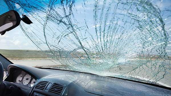 Hải Phòng: Dùng chai nước ném nứt kính ô tô trên cao tốc Hải Phòng – Hà Nội