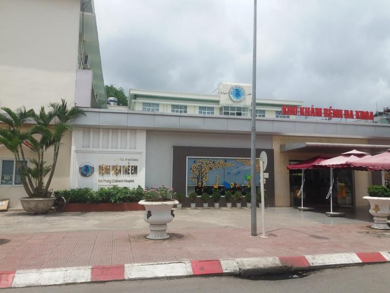 Phó khoa Bệnh viện Trẻ em Hải Phòng vừa mở ca nhạc… vừa khám bệnh