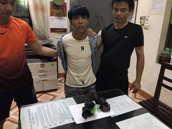 quang ninh bat giu doi tuong van chuyen trai phep 1 banh heroin