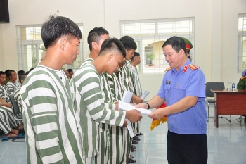 hai phong 42 pham nhan duoc giam an truoc thoi han nhan di p quo c kha nh 29