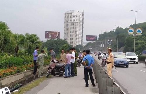Quảng Ninh: Đang điều khiển xe trên đường, nữ công nhân bị đâm trọng thương