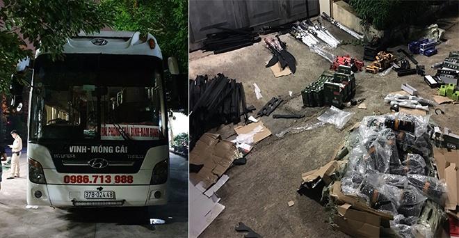 Quảng Ninh: Phát hiện xe khách vận chuyển 34 khẩu súng điện và hơn 100 đao kiếm