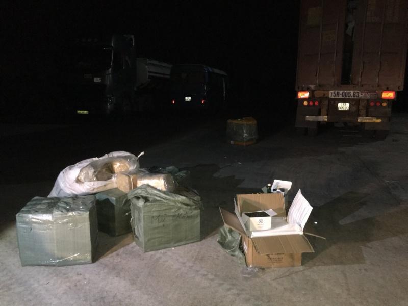 Quảng Ninh: Vận chuyển 1.140 lọ mỹ phẩm và 800kg lòng lợn sấy khô không rõ nguồn gốc xuất xứ