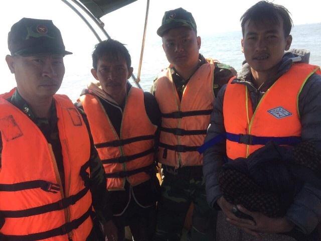 Hải Phòng: Đồn Biên phòng Đồ Sơn cứu 2 người gặp nạn trên sông