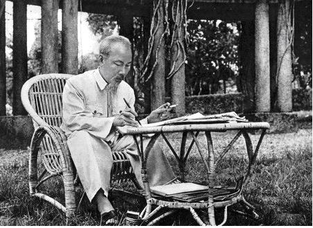 Tư tưởng Hồ Chí Minh về ý thức dân tộc (phần II)