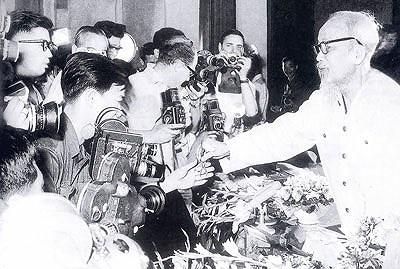 Quan điểm của Chủ Tịch Hồ Chí Minh về tư cách người làm báo với xây dựng nền báo chí cách mạng (phần II)