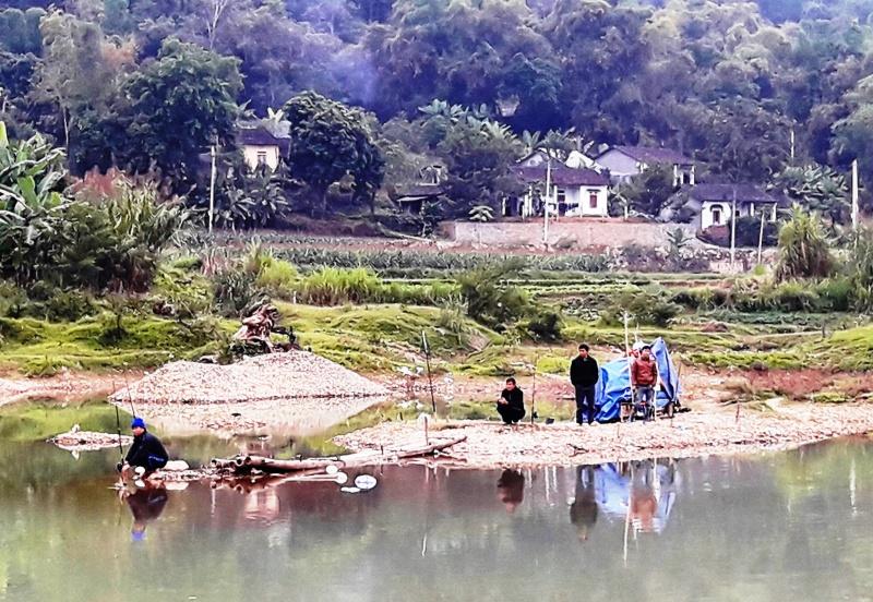 Thú vui câu cá trên sông Bằng