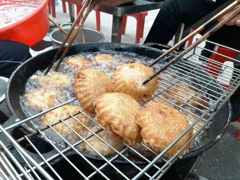 Thưởng thức bánh áp chao Cao Bằng trong mùa đông lạnh giá