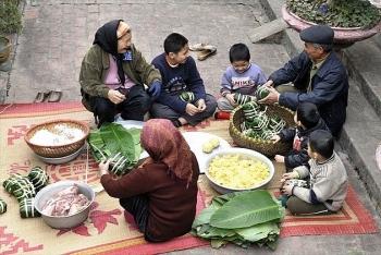 Nhà văn hóa Hữu Ngọc trả lời Giáo sư Võ Tòng Xuân và bà Phạm Chi Lan về kiến nghị sáp nhập Tết ta với Tết tây