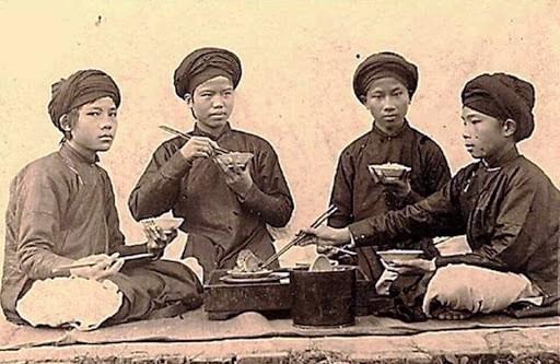 Những Quy tắc khi ăn trên mâm cơm người Việt