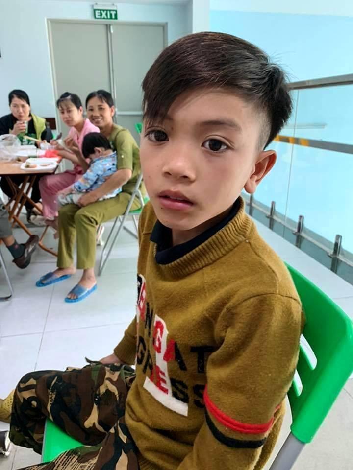 Cậu bé dân tộc Thái 13 tuổi một mình đạp xe hơn 100km từ Sơn La về Hà Nội thăm em ốm
