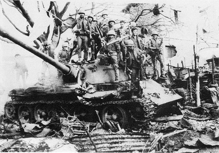 Thành Cổ Quảng Trị 81 ngay đêm, bom đạn và xương máu