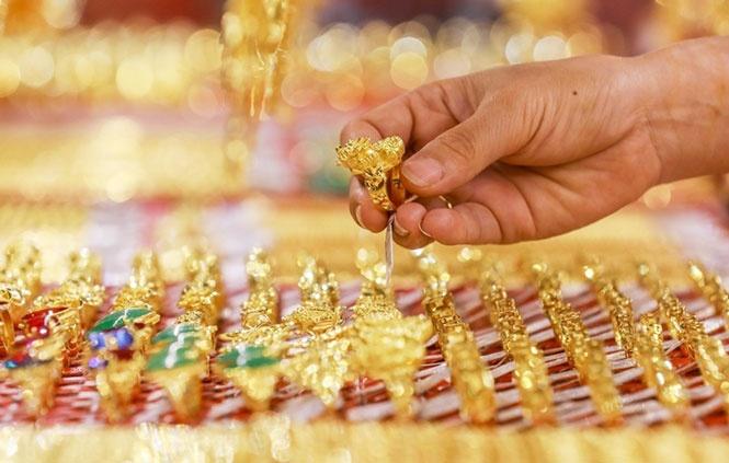 Lý do nào khiến giá vàng tiếp tục tăng mạnh?