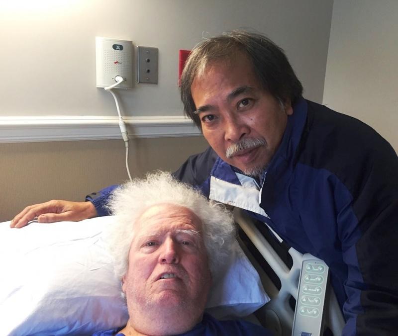 Vào bệnh viện thăm một nhà thơ Mỹ yêu Việt Nam