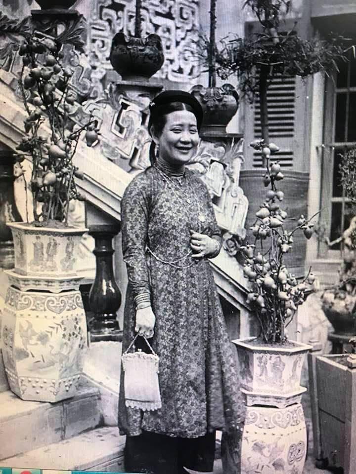Cô Tư Hồng