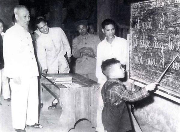 Tìm hiểu tư tưởng Hồ Chí Minh về đào tạo và bồi dưỡng nguồn nhân lực (phần I)