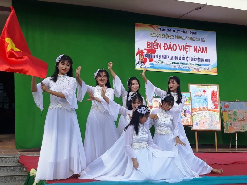 thanh nien voi su nghiep xay dung va bao ve to quoc viet nam xhcn hoat dong y nghia do truong thpt vinh dinh quang tri to chuc