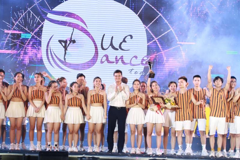 """Quán quân Flashmob 2019 - """"Sóng tuổi trẻ"""" thuộc về đội DUE DANCE – Trường ĐH Kinh tế - ĐH Đà Nẵng"""