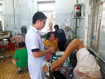 Hơn 200 người ngộ độc, Sở Y tế Đắk Lắk chỉ đạo lập đoàn kiểm tra cơ sở nấu ăn