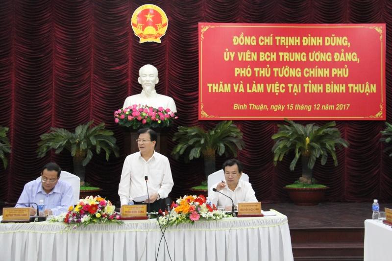 Phó Thủ tướng Chính phủ Trịnh Đình Dũng chỉ đạo phải tạo điều kiện cho các doanh nghiệp khai thác chế biến titan sâu và bền vững