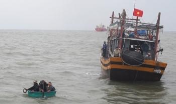 Chìm tàu cá, 1 ngư dân mất tích