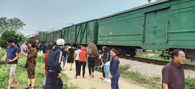 Xe tải bị tàu hỏa hung văng, một người tử vong tại chổ