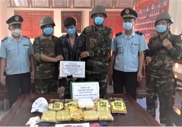 Bắt đối tượng vận chuyển 5kg ma túy đá, 30.000 viên hồng phiến