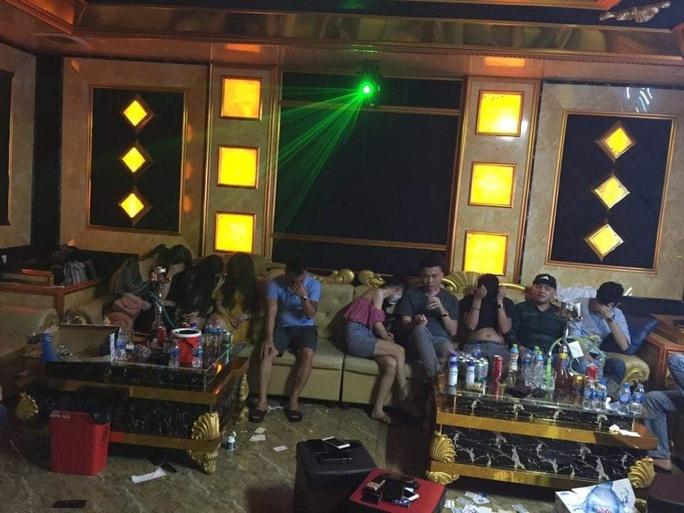 Khởi tố 2 bị can trong 76 dân chơi dự 'đại tiệc' ma túy tại quán karaoke