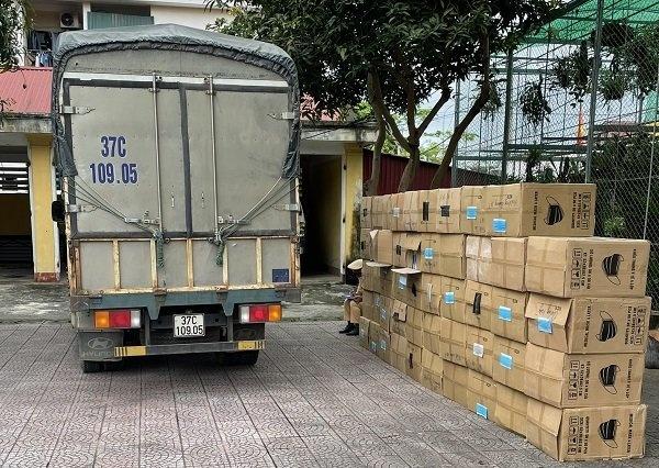 Hà Tĩnh: Bắt giữ xe tải vận chuyển lượng lớn khẩu trang không rõ nguồn gốc