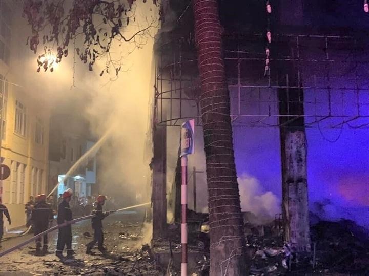 Nghệ An: Cháy phòng trà lúc nữa đêm, 6 người tử vong