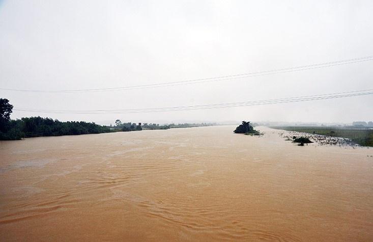 Hà Tĩnh mưa to, lũ trên đang các sông lên cao