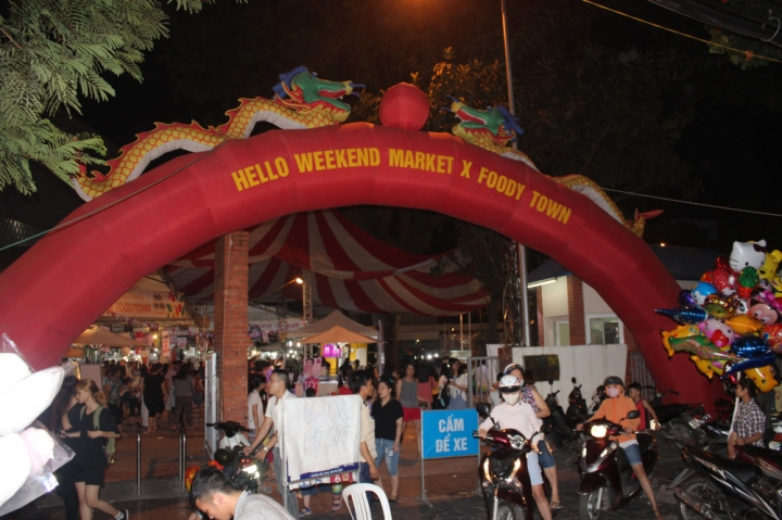 that vong ve hoi cho hello weekend marketfoodytown