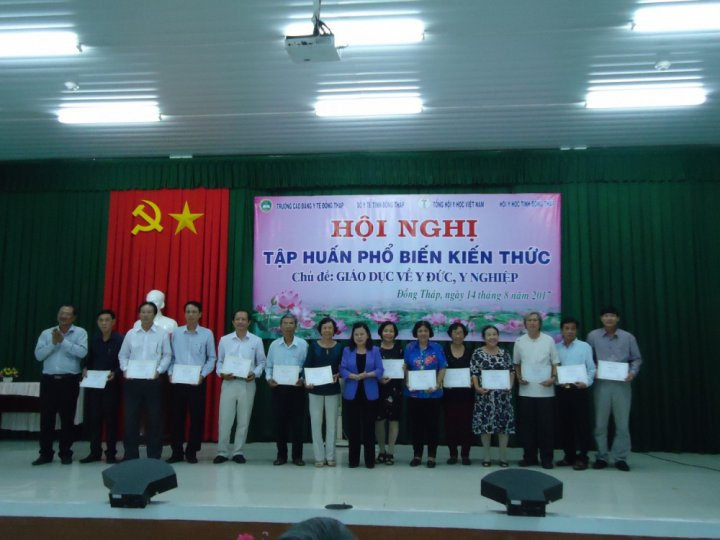 dong thap tap huan ve giao duc y duc y nghiep