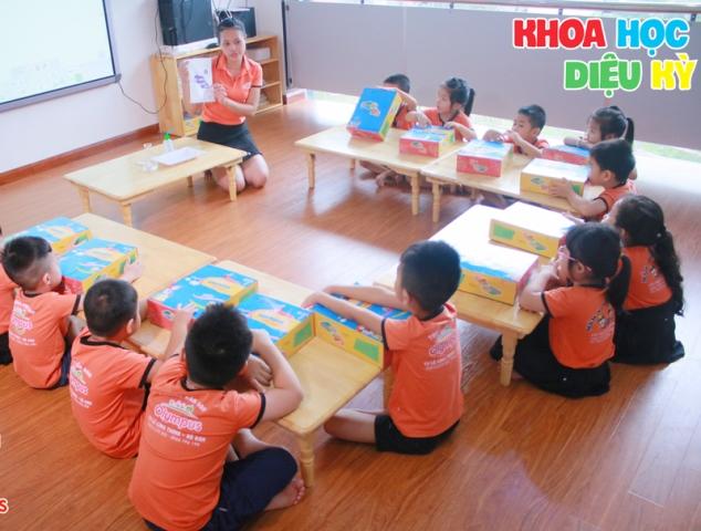 thuc day kha nang kham pha ban than cua tre thong qua khoa hoc