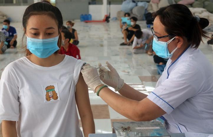 tiem vaccine covid 19 cho tre em tu 16 17 tuoi truoc va ha dan do tuoi