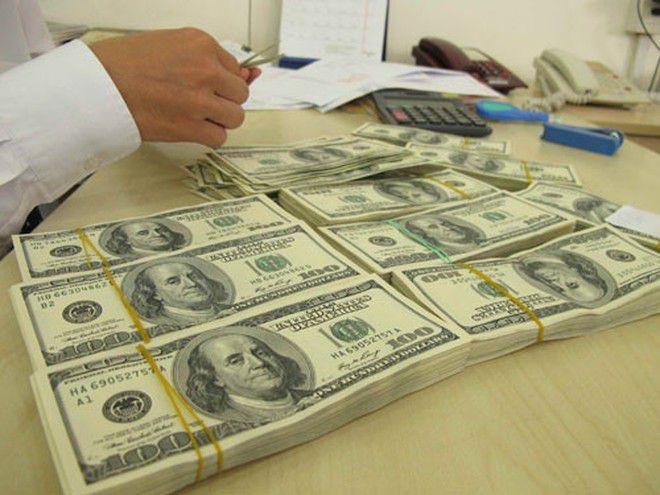 Giá USD ngày hôm nay 8.2 nhảy vọt trên thị trường tự do