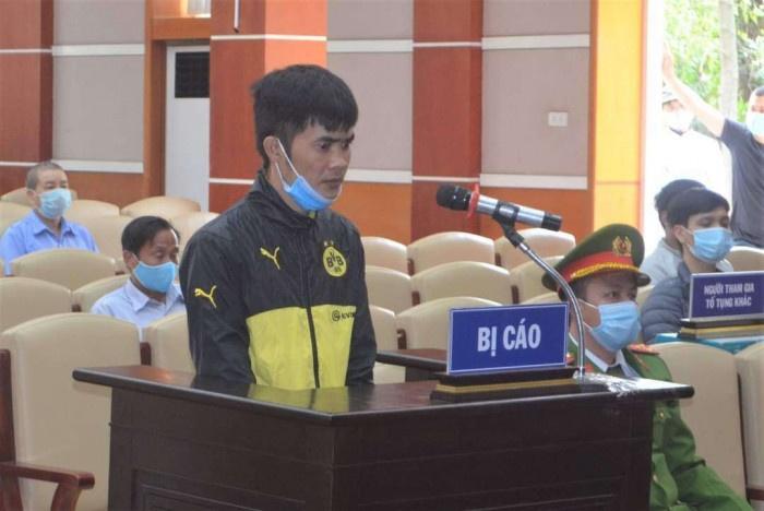 Thanh niên phóng xe qua chốt kiểm dịch, đánh Phó công an xã lĩnh 15 tháng tù