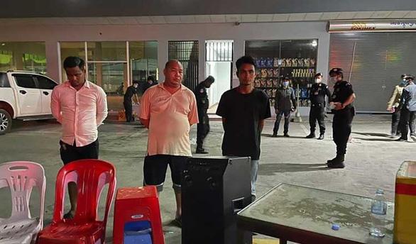 Mở tiệc ca hát giữa lệnh phong tỏa, tướng Campuchia bị bắt