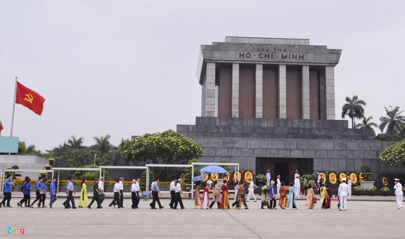 Phục vụ nhân dân vào Lăng viếng Chủ tịch Hồ Chí Minh