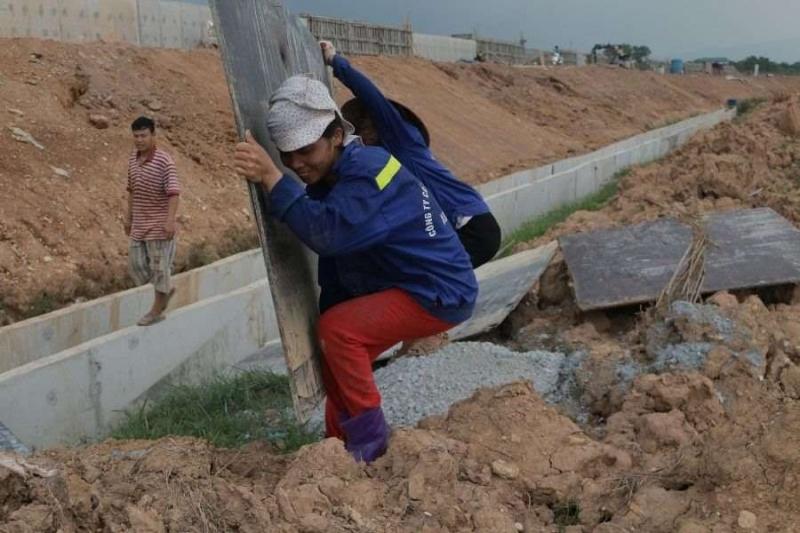 Hà Nội khắc phục tình trạng khẩn cấp sự cố sạt lở bờ sông