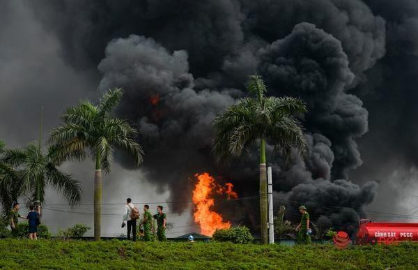 Không khí có chất hóa học vượt ngưỡng gần 20 lần sau vụ cháy kho hóa chất ở Hà Nội