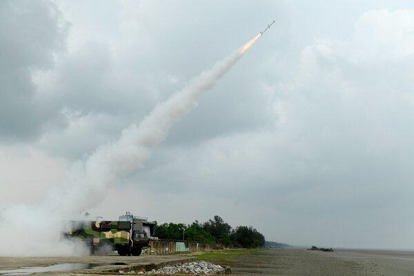 Ấn Độ thử thành công hàng loạt vũ khí nội địa mới