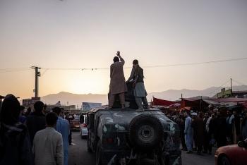 tong thong roi afghanistan voi nui tien con nguoi dan chay di dau
