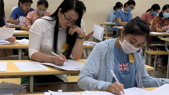 Học sinh được dùng điện thoại thông minh, giáo viên giảm 3/4 'gánh nặng' sổ sách